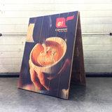 houten stoepbord foto